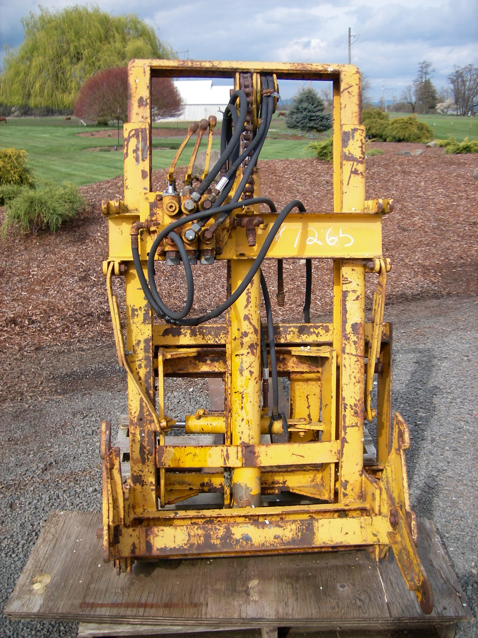 TRACTOR FORKLIFT ATTACHMENT